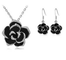 Set šperků s růží a krystaly stříbrný
